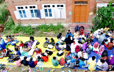 Volunteers of Qazi Mohalla Anantnag giving free coaching to students.