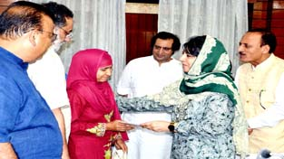 Chief Minister, Mehbooba Mufti handing over appointment order under SRO-43 at Srinagar on Wednesday.