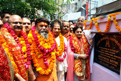 Minister of State for Education, Priya Sethi laying foundation stone of statue of Raja Jambu Lochan at Jammu on Sunday.