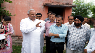 Minister for PHE, Sham Lal Choudhary talking to locals at Akhnoor on Sunday.