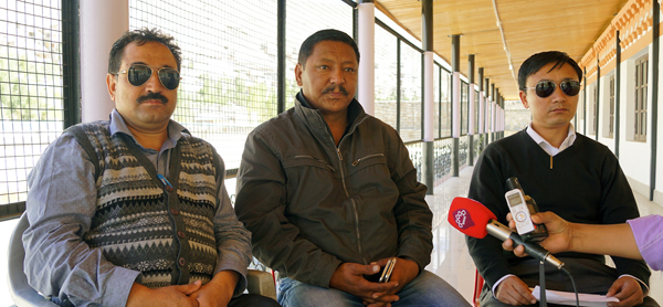 3 Congress Councilors announcing withdrawal of support to the Council in Kargil on Monday.
