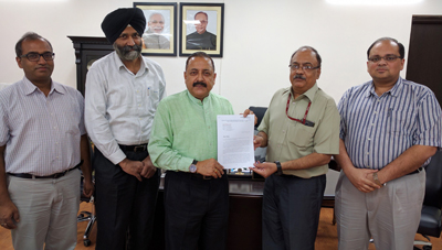A delegation of Central IAS Officers' Association handing over a memorandum to Union Minister Dr Jitendra Singh at New Delhi on Sunday.