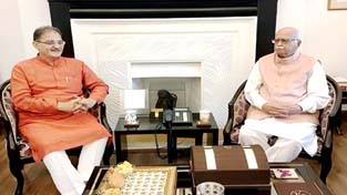 Speaker Kavinder Gupta during a meeting with former Deputy Prime Minister L K Advani at New Delhi on Tuesday.