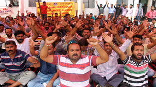 PDD daily wagers staging dharna outside Chief Engineer's office in Jammu on Monday.     —Excelsior/Rakesh