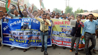 Porters from Jammu, Samba, Kathua and neighbouring states of Punjab and HP during a protest rally at Jammu.
