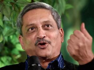 EC notice to Parrikar over take money, vote for BJP remarks