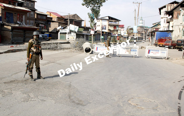 Security personnel maintaining a tight vigil after curfew was reimposed in Srinagar..Excelsior\Shakeel-ul-Rehman