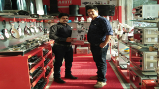 "Avaante International Company, which deals with different products like Steam Iron, Cook Tops, Toasters, Sandwich Makers, Induction Cookers, Air fryers, kettles, food processors, juicers, Mixer grinders, hand blenders, choppers and cooker hoods, opened its another brand shop at Sony Poly Plas, Nanak Nagar Jammu on Saturday. Branch Head (J&K) Rajinder Sharma speaking about the products said that company means quality and style and there was lot more to it. According to him, ""We have made every effort to offer high quality products which adhere to world class standards. I assure you that your homes will turn into modern smart homes with our high quality products and world class services""."
