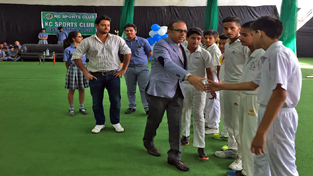 Principal, KC Public School, Amarendra Mishra interacting with players after inaugurating Inter School Sportathon.