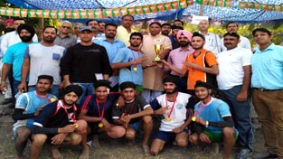 Winners of Kabaddi Tournament, MLA Sat Sharma and others posing for gorup photograph.