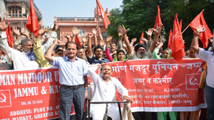 Nirman Mazdoor Union workers holding protest at Labour Deptt office in Jammu on Friday.  —Excelsior/Rakesh