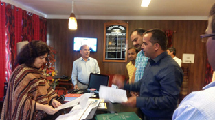 ReTs submitting memorandum of demands to DSEJ Babila Rakwal on Friday.