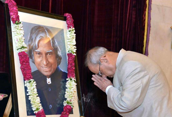 President Pranab Mukherjee paying floral tribute to former President of India Dr. APJ Abdul Kalam on his birth anniversary at Rashtrapati Bhavan in New Delhi on Saturday. (UNI)