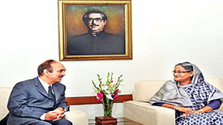 AICC General Secretary and Leader of Opposition in Rajya Sabha Ghulam Nabi Azad interacting with Sheikh Hasina at Dhaka on Saturday.
