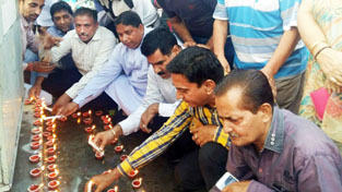 BJP leaders paying tributes to martyrs at Rajinder Park Jammu by lighting the earthen Diyas.