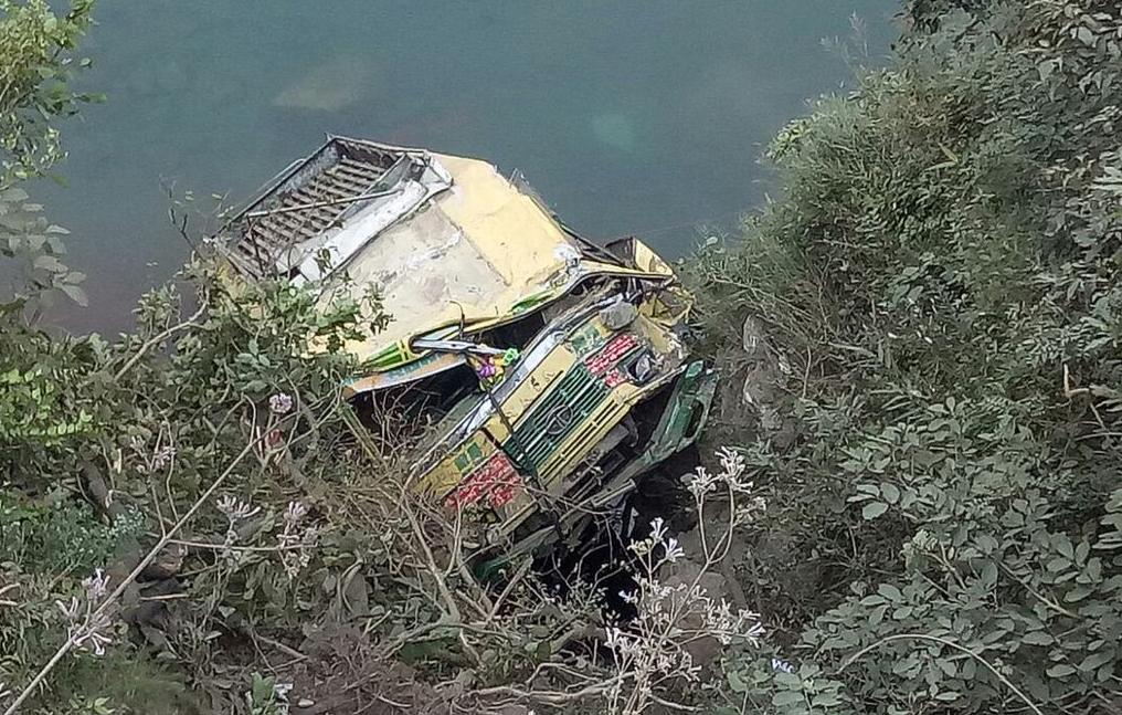 18 killed as bus falls into Beas river in Himachal Pradesh