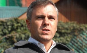Omar takes jibe at Govt over addressing problems due to snowfall