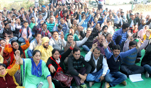 Clerical cadre employees staging protest dharna at Press Club in Jammu on Thursday. -Excelsior/ Rakesh
