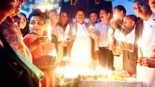 Congress leaders and workers taking out candle light march in Jammu on Sunday. -Excelsior/Rakesh