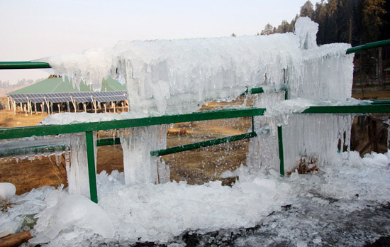 Water from a leaked pipe freezed as Srinagar records coldest night of the season. —Excelsior/Shakeel