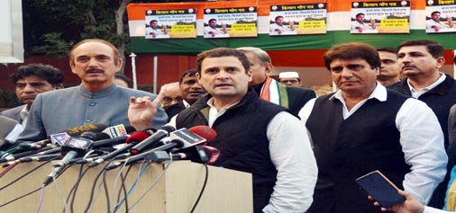 Congress vice president Rahul Gandhi addressing party leaders from Uttar Pradesh and Punjab after receiving 'Kisan Maang Patra' at AICC headquarters in New Delhi on Wednesday.(UNI)