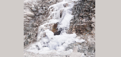 Icicles formed along Mughal road in South Kashmir as mercury dips across Kashmir valley on Wednesday. —Excelsior/Younis Khaliq