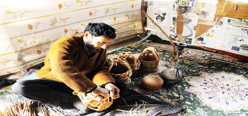 A craftsman making traditional fire pot (kangri) at Wandakhpora in Pulwama district. -Excelsior/ Younis Khaliq