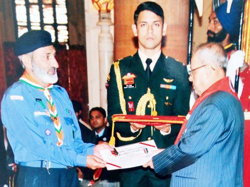 Bashir Shawl receiving prestigious Silver Elephant Award-2015 from President of India, Pranab Mukherjee at Rashtrapati Bhawan in Delhi.