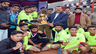 Minister for Industries and Commerce Chander Prakash Ganga presenting trophy to winners of Volleyball Tourney at Samba.