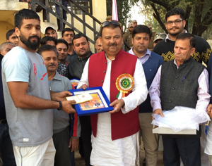 Minister for Industries and Commerce, Chander Prakash Ganga presenting memento to the winner during concluding ceremony of Cricket Tournament.