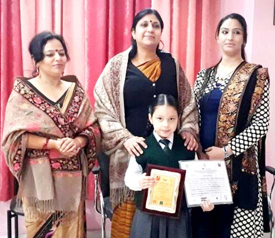 Nigarish posing alongwith Principal DPS Jammu and other dignitaries after being conferred with 'Student of the Year' Award.