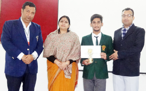 Pranav Rajput of DPS alongwith Principal Ruchi Chhabra and other dignitaries in Jammu.