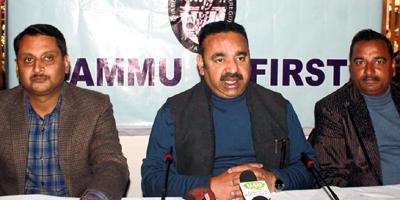 CCI President Rakesh Gupta addressing press conference in Jammu on Wednesday. —Excelsior/Rakesh