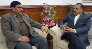 Labha Ram Gandhi, President,West Pakistan Refugee Action Committee, calling on Union Minister Dr Jitendra Singh, at New Delhi on Wednesday.