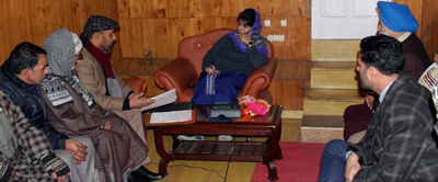 Chief Minister Mehbooba Mufti interacting with a deputation at Srinagar on Thursday.