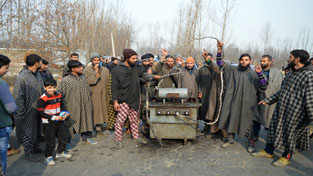 Protesters blocking Shopian-Pulwama road with power transformer on Tuesday. -Excelsior/ Younis Khaliq