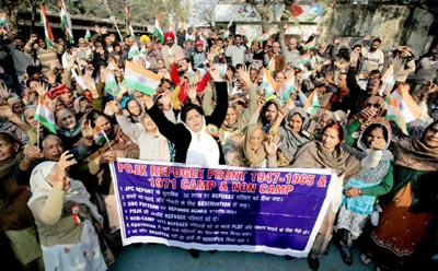Displaced persons from PoJK staging protest near Press Club in Jammu on Wednesday. —Excelsior/ Rakesh