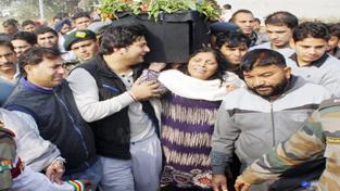 Family members wailing as body of Major Arvind Bazala being taken for last rites.  -Excelsior/Rakesh