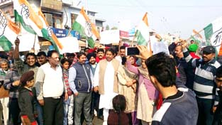 Cong leader Raman Bhalla leading protest of refugees in Jammu on Sunday.
