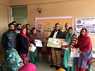 MLA Marh and former Minister, Choudhary Sukhnandan distributing LPG connections to BPL families in Gajansoo on Wednesday.
