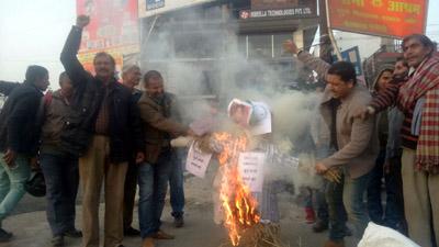 Protesters torching effigies of separatist leaders.