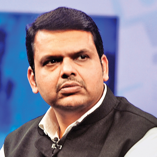 Fadnavis pays tributes to Maha soldiers killed in avalanches