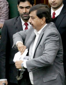 Gupta stages walk-out on discrimination