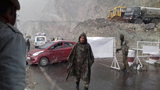 Traffic Police authorities close Mughal Road after heavy snowfall at Pir Panjal on Monday.