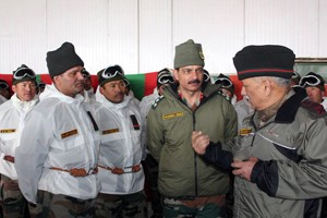 Army chief visits  Srinagar, Siachen