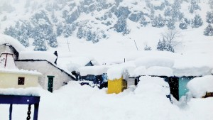 Beacon camp under snow at Gagangeer near avalanche site in Sonamarg area of Ganderbal district on Wednesday. —Excelsior/Shakeel