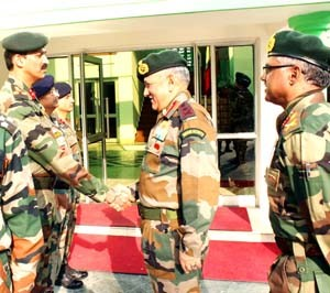 Army chief for dynamic strategy to defeat proxy war, enemy designs