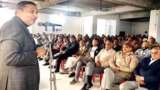 Senior Cong leader Sham Lal addressing BCC meeting at Akhnoor on Sunday.