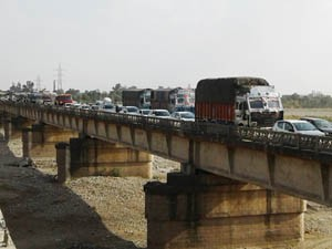 National Highway blocked against power failure