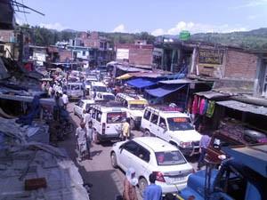 Traffic jams haunt Mendhar people